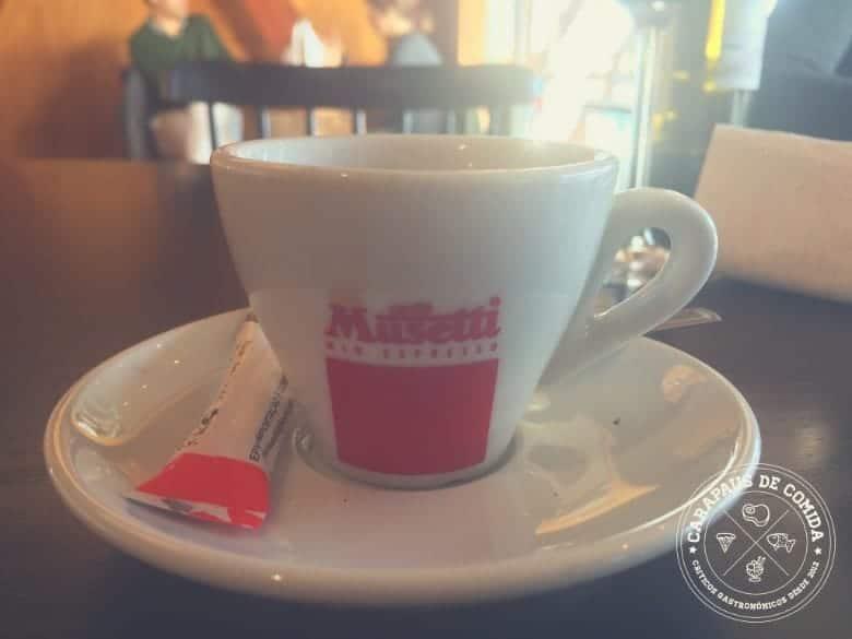 O café no restaurante Terminal 4450